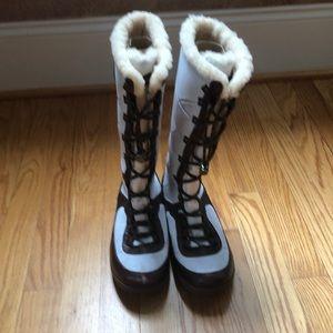 Genuine UGG snow boots Sz 8